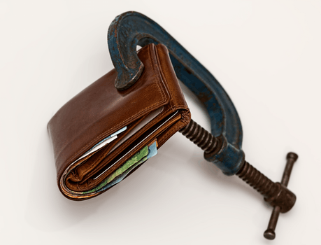 pic of wallet being squeezed
