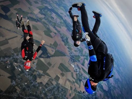 pic of sky divers