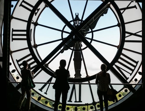 pic of a large clock